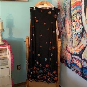 Floral dip maxi skirt